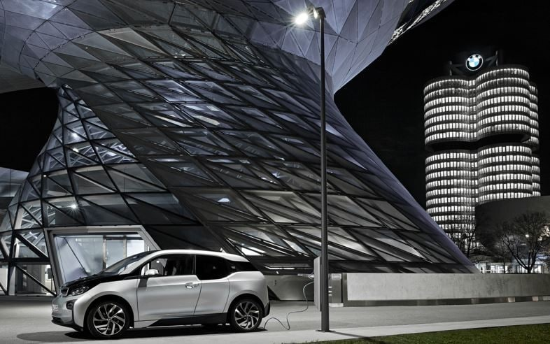 BMW Looks To Charge Vehicles Using Streetlights